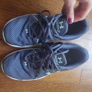 Under Armor tennis shoes 6.5